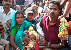 Casamento de macacos reúne multidão na região de Ghanteswara, na Índia